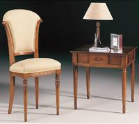 Silla madera clásica tapizada - Patas delanteras torneadas y traseras rectas con figura