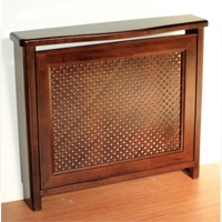 Cubreradiador de madera con celosía de diseño clásico. - Cubreradiador de madera con celosía de diseño clásico.