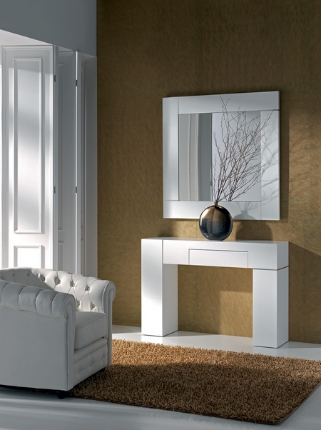 Consola con espejo grande for Espejos hall entrada