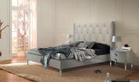 Juego de dormitorio Suite Michelle - Dormitorio con muros lacados y plafón central tapizado capitonné en tela con botones. Mod.MICHELLE