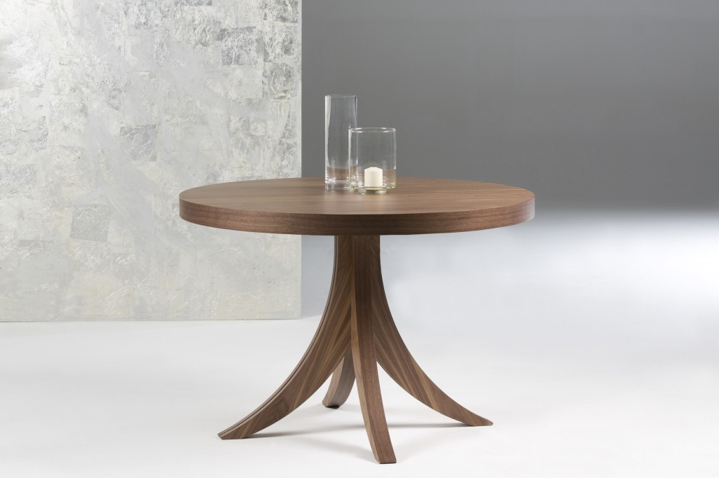 Mesa redonda patas curvas extensible interno diseño moderno