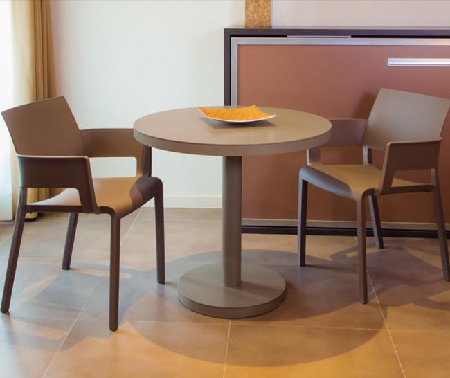 Mesa interior exterior de diseño pata central redonda
