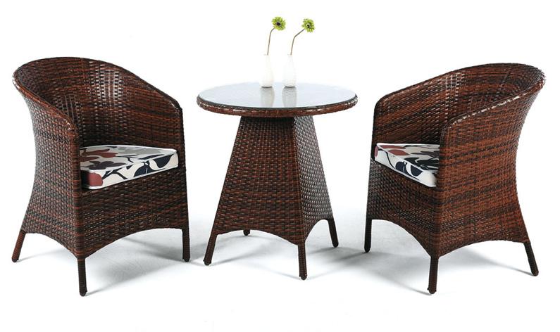 Peque a mesa redonda rattan con cristal galapagar benidorm for Muebles terraza pequena