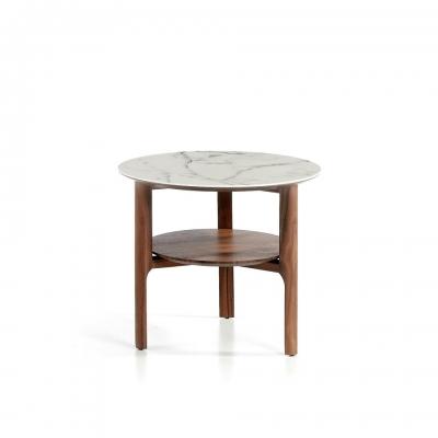 Mesa de rincón fabricada en madera chapada en nogal
