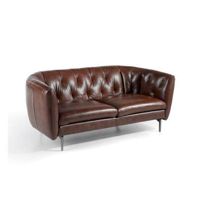 Sofá tapizado en piel con patas de acero inoxidable
