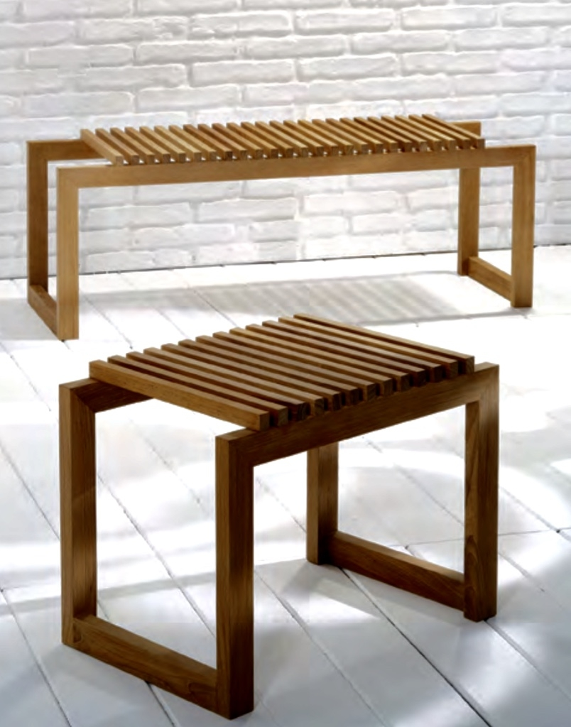 Banqueta de pie de cama de madera de teca. - Banqueta de pie de cama de madera de teca.