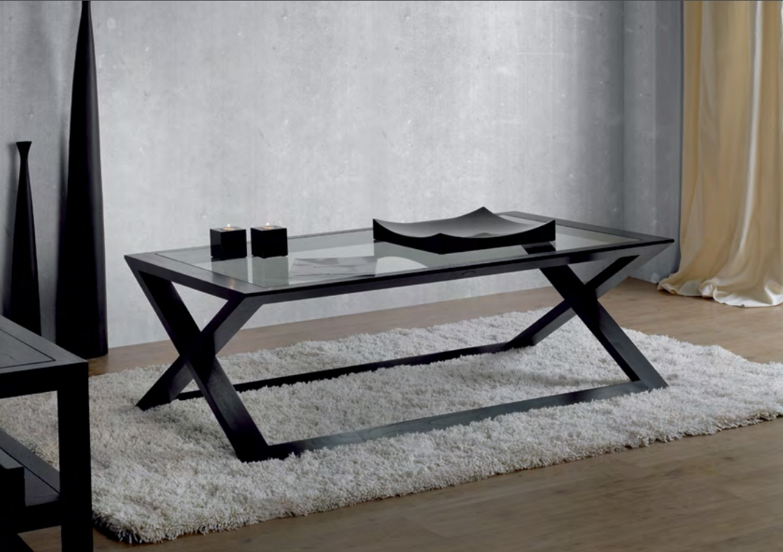 Mesa de centro de madera de teca Baladia  - Mesa de centro de madera de teca con un elegante tono oscuro.
