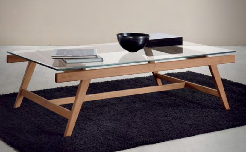 Mesa de centro de madera de teca Baladia  - Mesa de centro de madera de teca de tono claro.