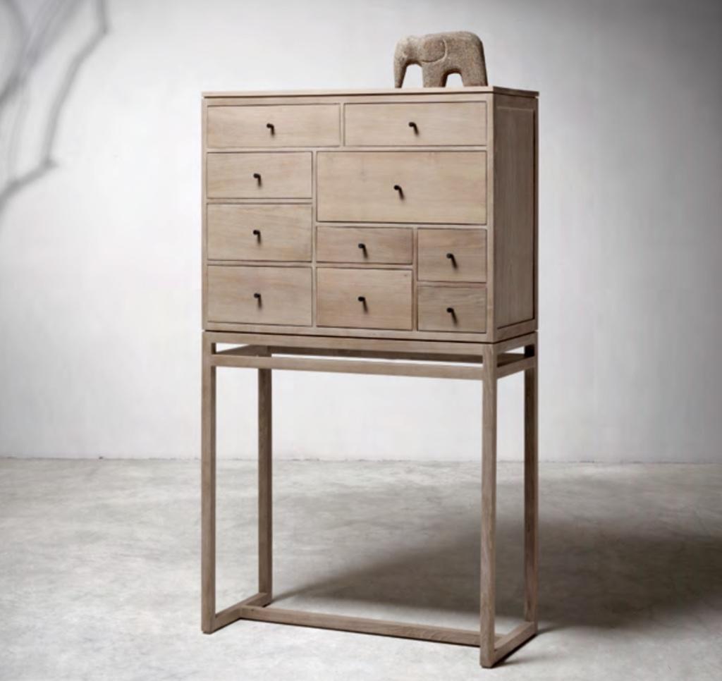 Cómoda de madera de teca. - Cómoda  de madera de teca.