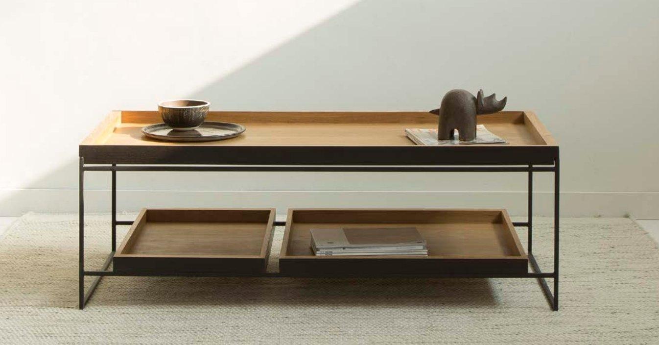 Mesa de centro con dos bandejas de teca y patas de hierro - Mesas bajas de salón modernas de teca e hierro. Mesa con dos bandejas.