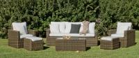Conjunto de sofá de ratán para exterior 4 - Conjunto de distintas piezas de sillones para un ambiente exterior.
