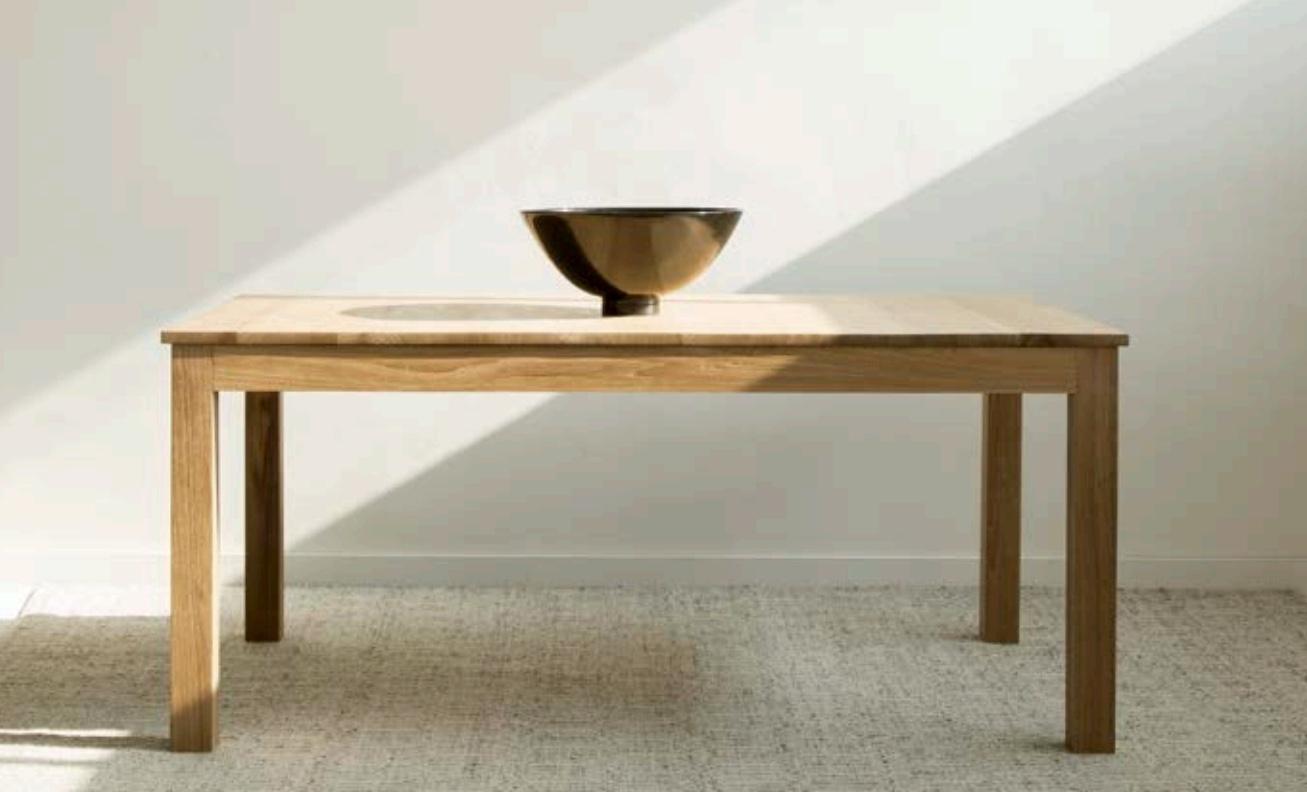 Mesa de comedor extensible de teca  - Mesa de comedor extensible de teca.