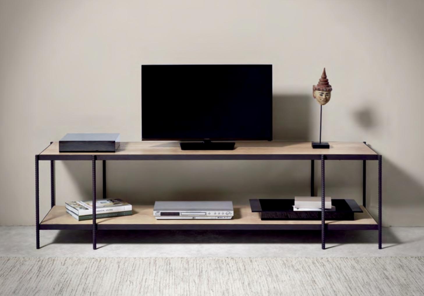 Mueble de televisión de hierro y roble  - Mesa para televisión moderna de hierro y roble.