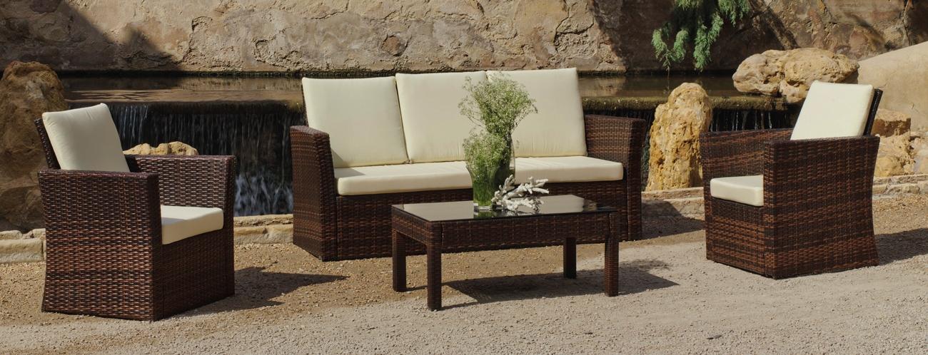 Set de sofás para exterior Alpes - Set compuesto por un sofá, dos sillones, una mesa de centro y cojines.