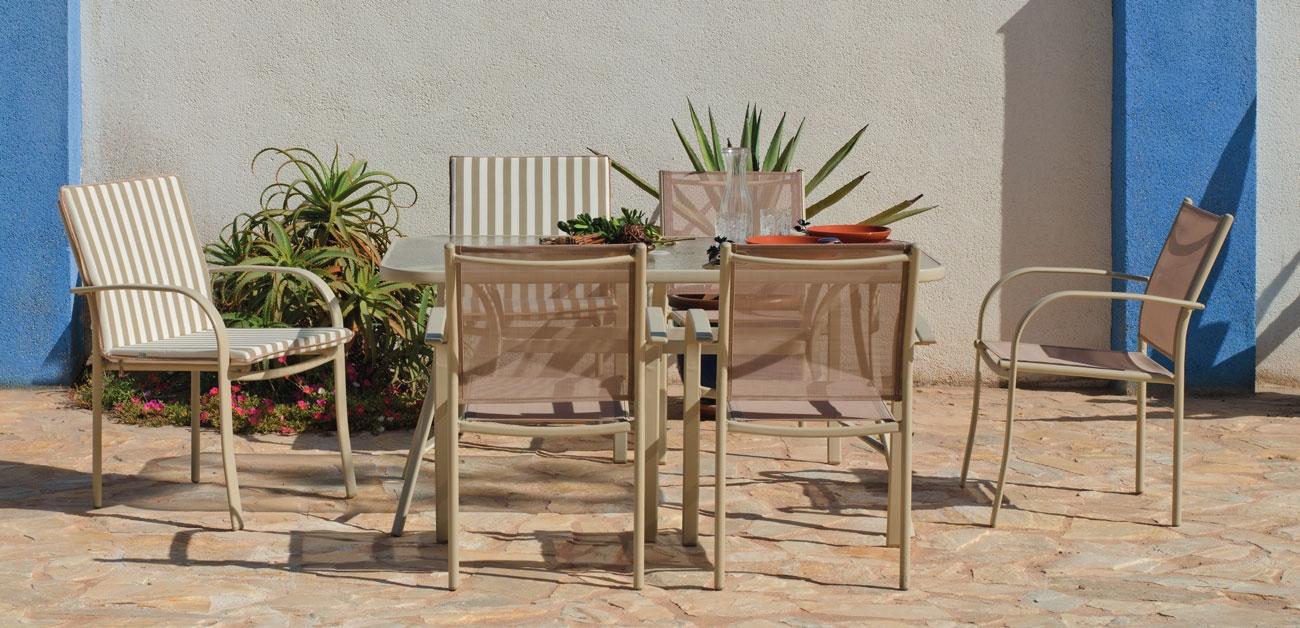 Set sillas y mesa modelo Castilla 150