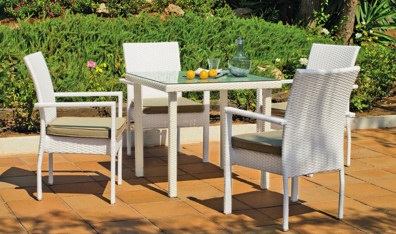 Set de sillas y mesa modelo EMIR 808