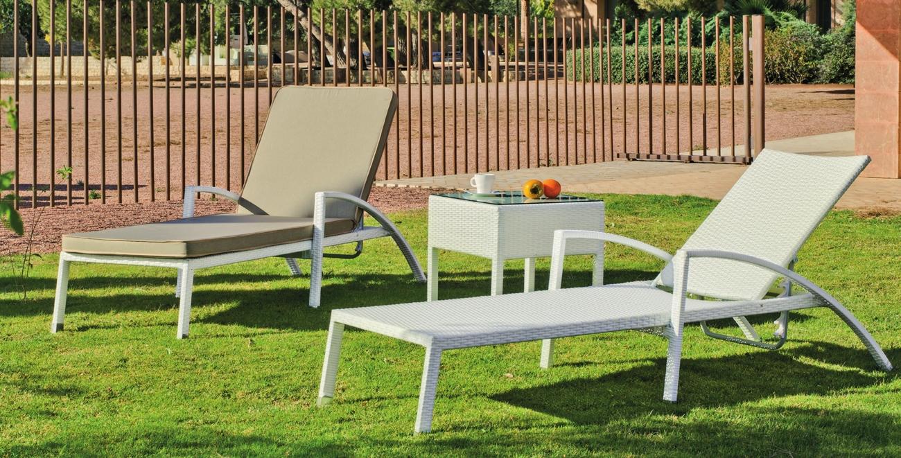 Tumbona de exterior Niza 12 - Cama de para jardín con estructura de aluminio, apilable y con protectores de aluminio para las patas.