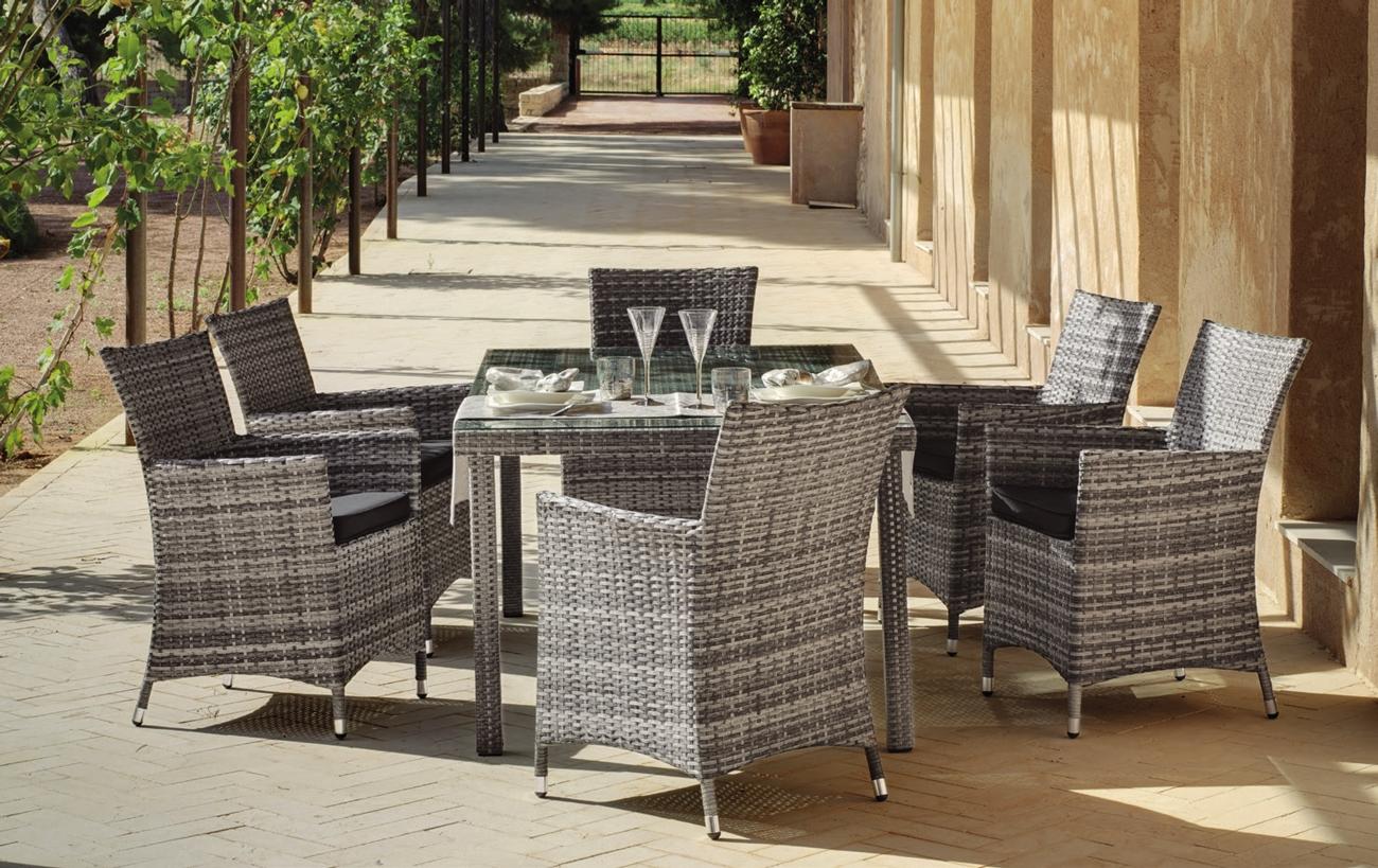Set mesa de exterior con sillas Omán - Set formado por una mesa exterior y 4 sillones con cojines.
