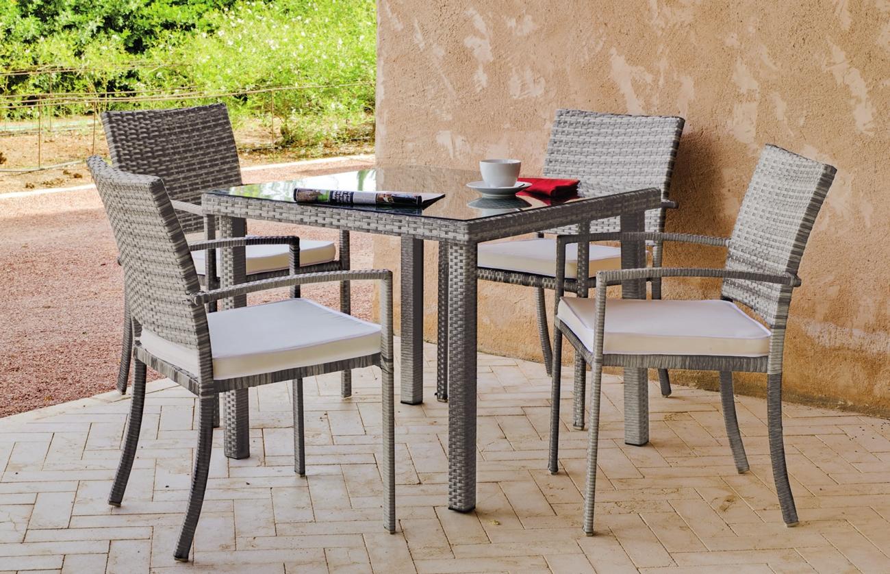 Set mesa de exterior con sillas Rimini 909 - Set formado por una mesa exterior y 4 sillones con cojines. Precios por separado
