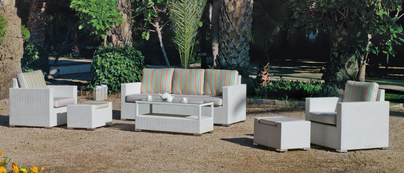 Sofa de exterior Tuscan 8 - Set de muebles de exterior fabricados con fibra de color claro y con cómodos cojines para disfrutar del buen tiempo.