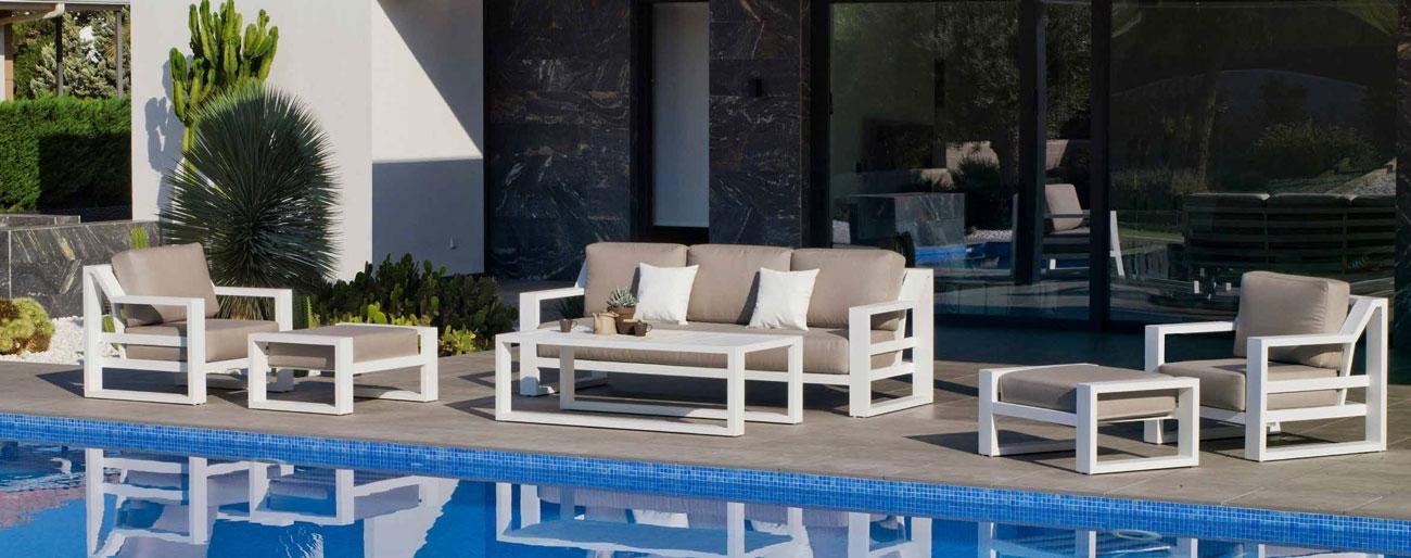 Set Sofa Rosenborg-10 - Set Rosenborg-10, se fabrica en una amplia gama de colores: Blanco, Antracita, Champagne y las tapicerías son también seleccionables en calidad de tejido y color o estampado.