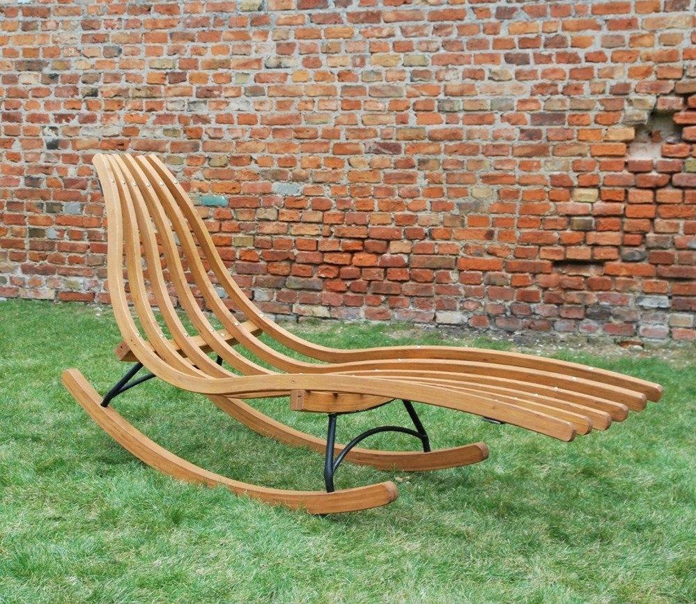 Tumbona Mecedora Meltemi Long - Tumbona Mecedora Meltemi Long, está realizada en madera de abeto de Escandinavia pintada en color ámbar. Es una estable estructura que se adapta a cualquier jardín.