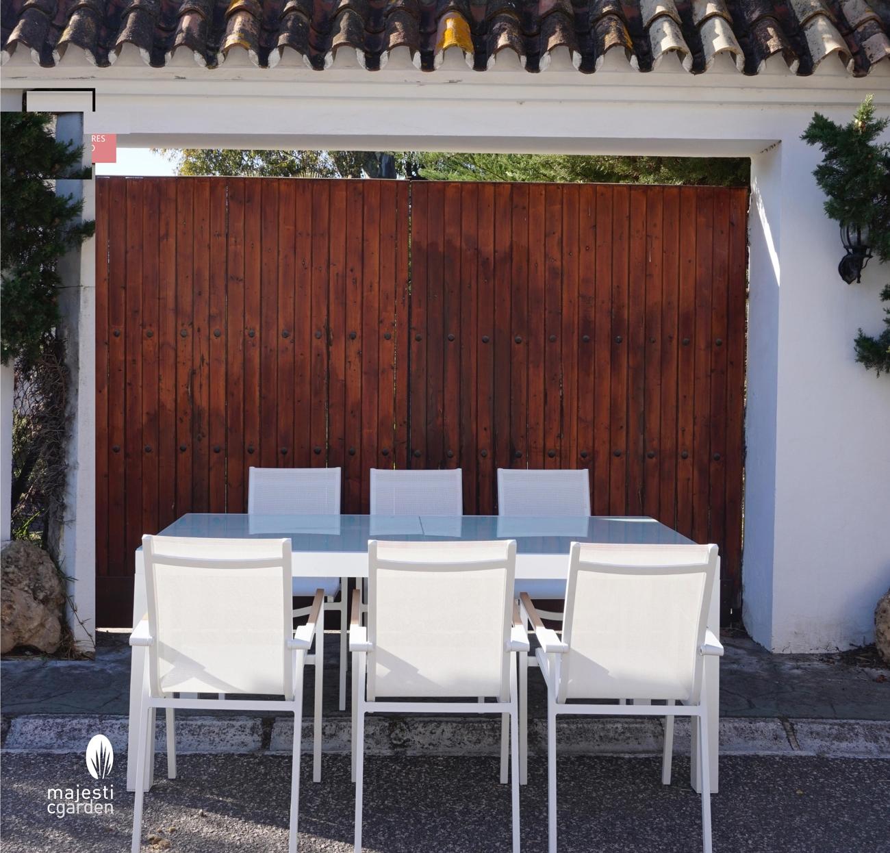 JUEGO DE COMEDOR PARA EXTERIOR AINARA - Juego de mesa y sillas para exterior modelo AINARA de Majestic Garden