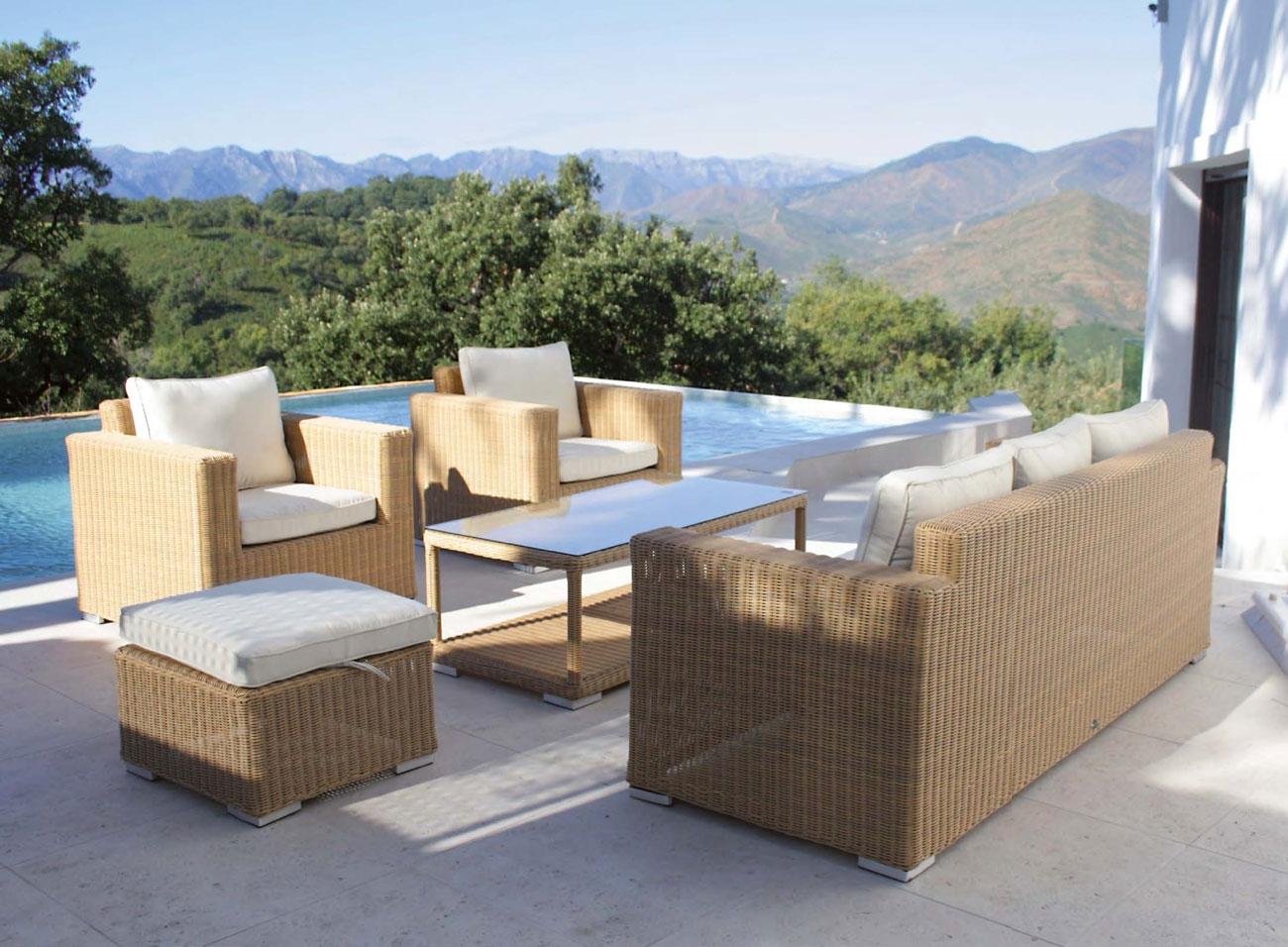 Set de sofá para exterior ESTEPONA - Conjunto de sofá fabricado en aluminio y trenzado con fibra sintética de color natural.