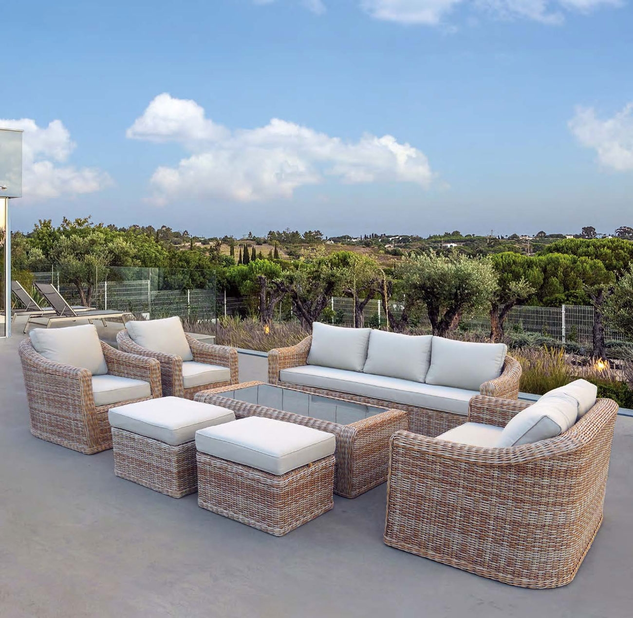 Set de sofá para exterior en rattan TOSCANA - Set de jardín dinámico y familiar por su gran cantidad de plazas.