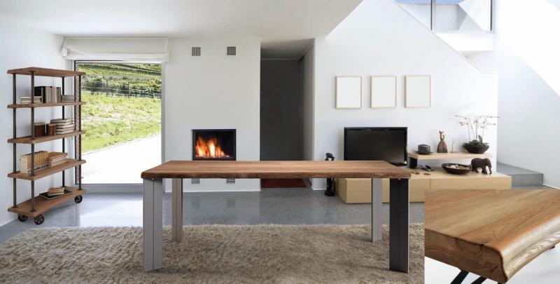 Mesa de comedor en madera de fresno y patas de metal - Mesa de comedor en madera maciza de fresno arañada y patas de metal acabadas en cromo mate.
