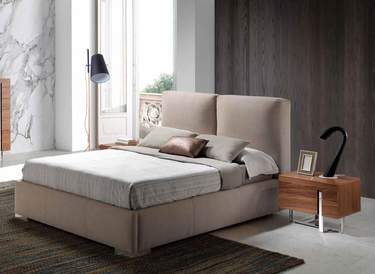 CAMA MODELO BAHIA - CAMA MODELO BAHIA, Cama doble con canapé abatible para almacenaje interior y cabecero acolchado de dos cuerpos.