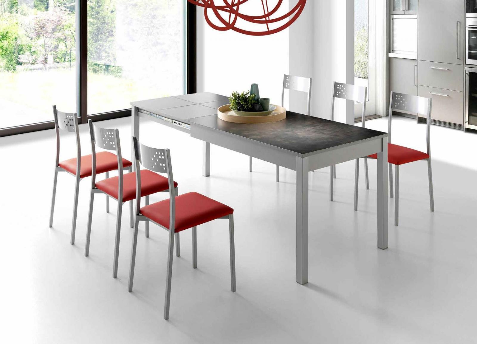 MESA DE COCINA EXTENSIBLE COIMBRA - Mesa de cocina con sobre porcelánico texturado. Extensible en un extremo mediante ala de madera laminada gris con 2 rangos de apertura