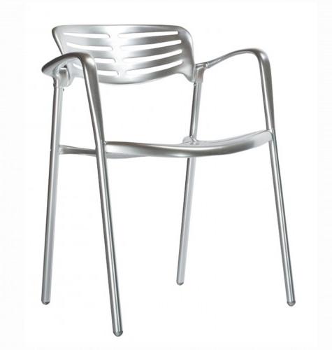 SILLA TOLEDO - Silla con brazos para uso interior y exterior. Fabricada en aluminio fundido, pulido y anodizado, montado con tornillos de acero inoxidable. Apilable. 100% reciclable según los estándares internacionales de calidad de productos de bajas emisiones. Peso neto 6,8 kg.