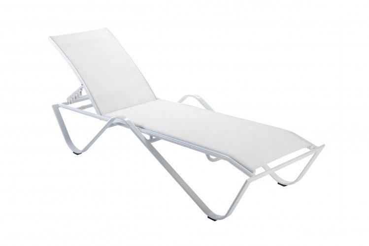 TUMBONA SAND - Tumbona apilable de aluminio pintado por pulverización en blanco con textilene blanco. Peso neto: 8,3 kg. Reclinable en 5 posiciones.