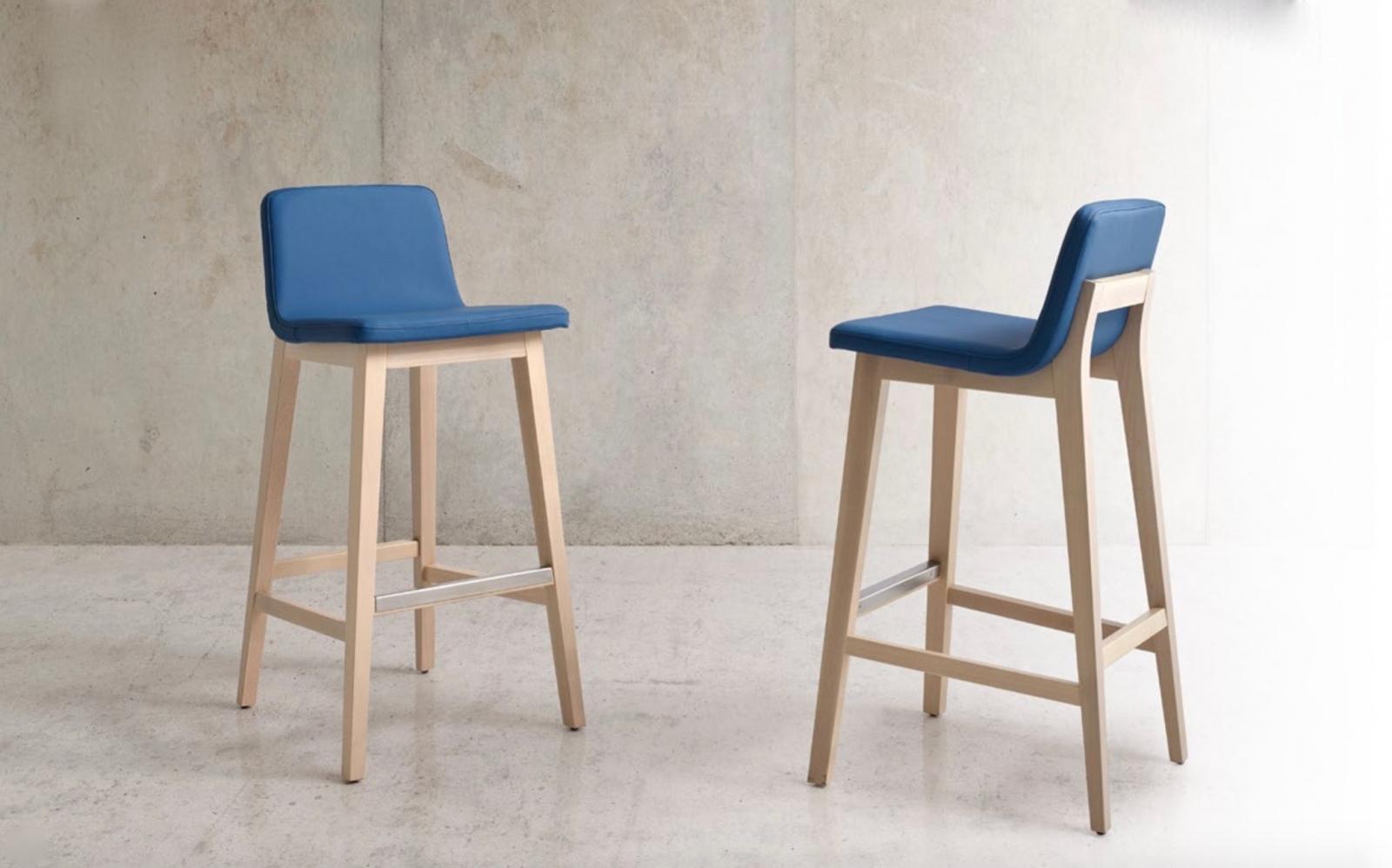 Taburete Blex moderno - Taburete Blex, silla alta con un tapizado de excelente calidad y madera de haya.  Moderno y cómodo.