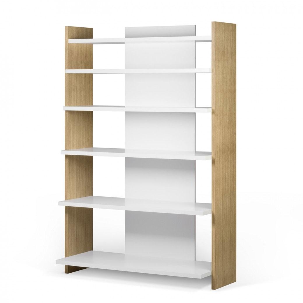 Estantería Niko - Estantería Niko, Estantería moderna con estantes que crean un efecto de escalera de diferentes profundidades y alturas.