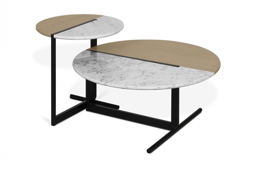 Mesa Centro Mezzo - Mesa Centro Mezzo, Las mesas Mezzo ofrecen visualmente un ejercicio de equilibrio entre dos mitades conectadas: mármol blanco de Carrara y enchapado de roble claro.