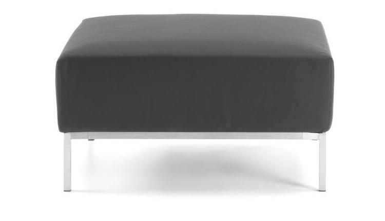 Puf cuadrado - Puf tapizado en ecopiel y pies de metal cromado