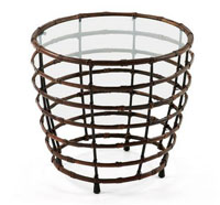 Mesa de centro con estructura de hierro recubierta de rattan - Sobremesa en cristal.