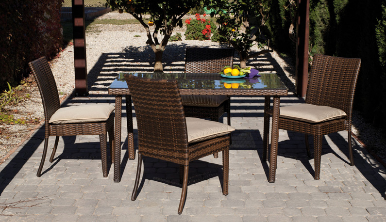 Set de sillones y mesa modelo MARZIA - Set de sillones, mesa y cojines de ratán para exteriores modelo MARZIA Precios por separado