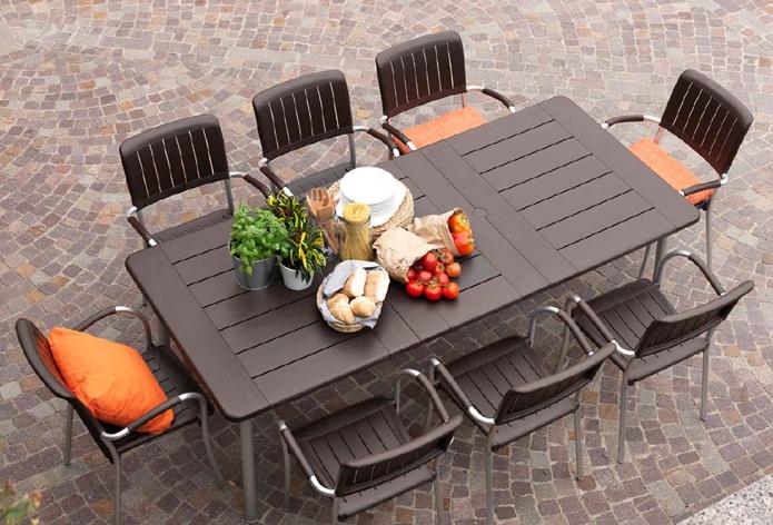 Mesa comedor resina patas aluminio for Arcones de resina para exterior