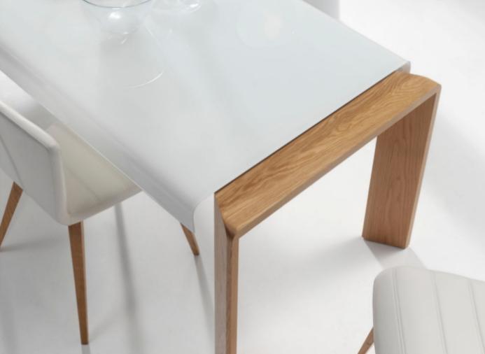 Mesa de comedor extensible con tapa de cristal for Mesas de comedor de cristal extensibles