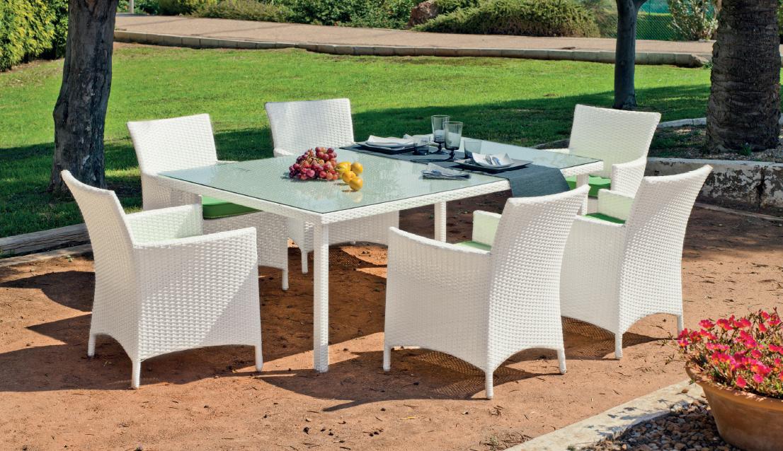 Set mesa cristal sillones exterior ratan almer a granada for Sillones de ratan para jardin
