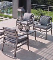Set 4 sillones y mesa baja de resina coloreada para exteriores - Set de 4 sillones + mesa baja de resina  para exteriores e interiores.