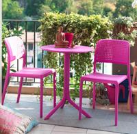 Set 2 sillas y mesa redonda de resina para exteriores - Set de 2 sillas + mesa redonda de resina para exteriores.