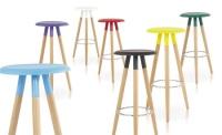 Taburete de madera con asiento de abs - Taburete de diseño, madera, asiento de abs.  Mesa alta a juego. Otros colores disponibles