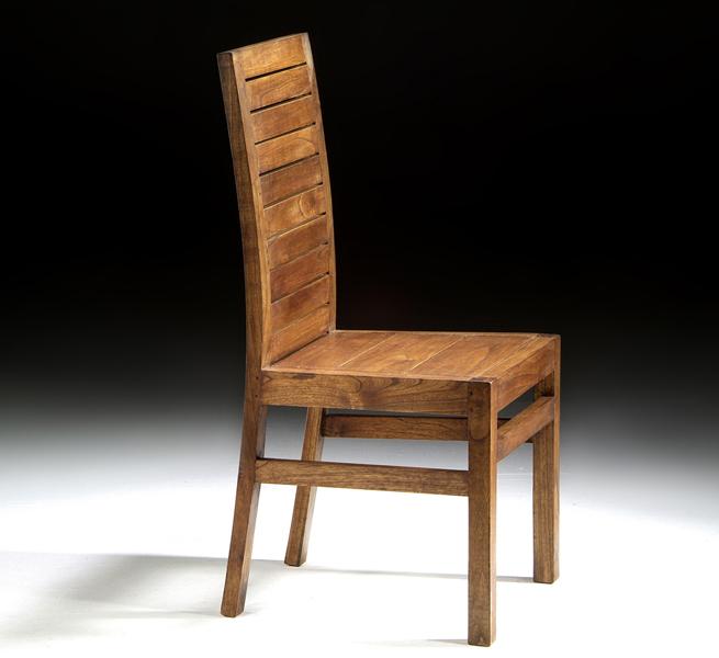 Silla de comedor de madera rústica. Diseño robusto, reforzado con ...