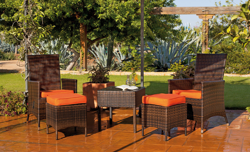 Set de sillas y mesa modelo RIVA - Set de sillones, taburetes y mesa modelo RIVA-50