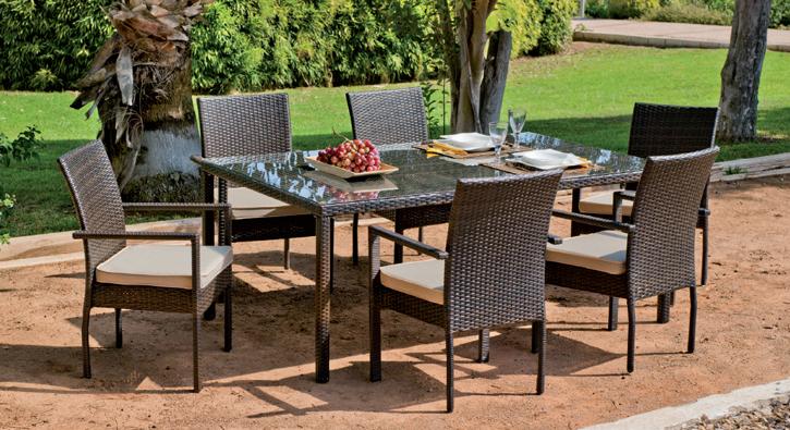 Mesa de rat n sint tico rectangular y cuatro sillones for Sillones para exteriores precios