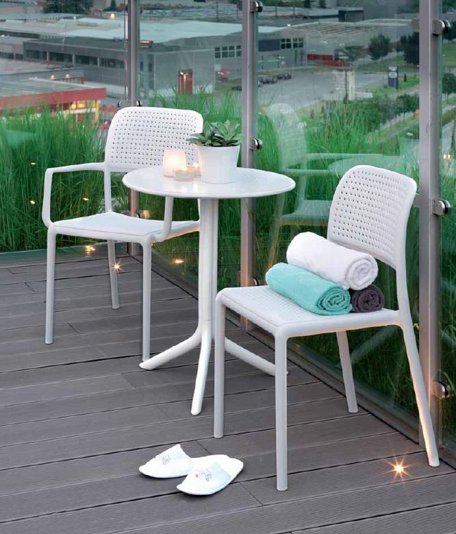 set sillas y mesa redonda de resina para exteriores